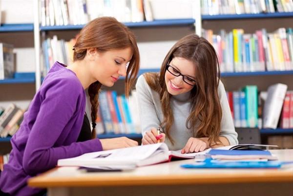 Năng lực ngoại ngữ là yếu tố rất quan trọng cần có của một sinh viên năm cuối