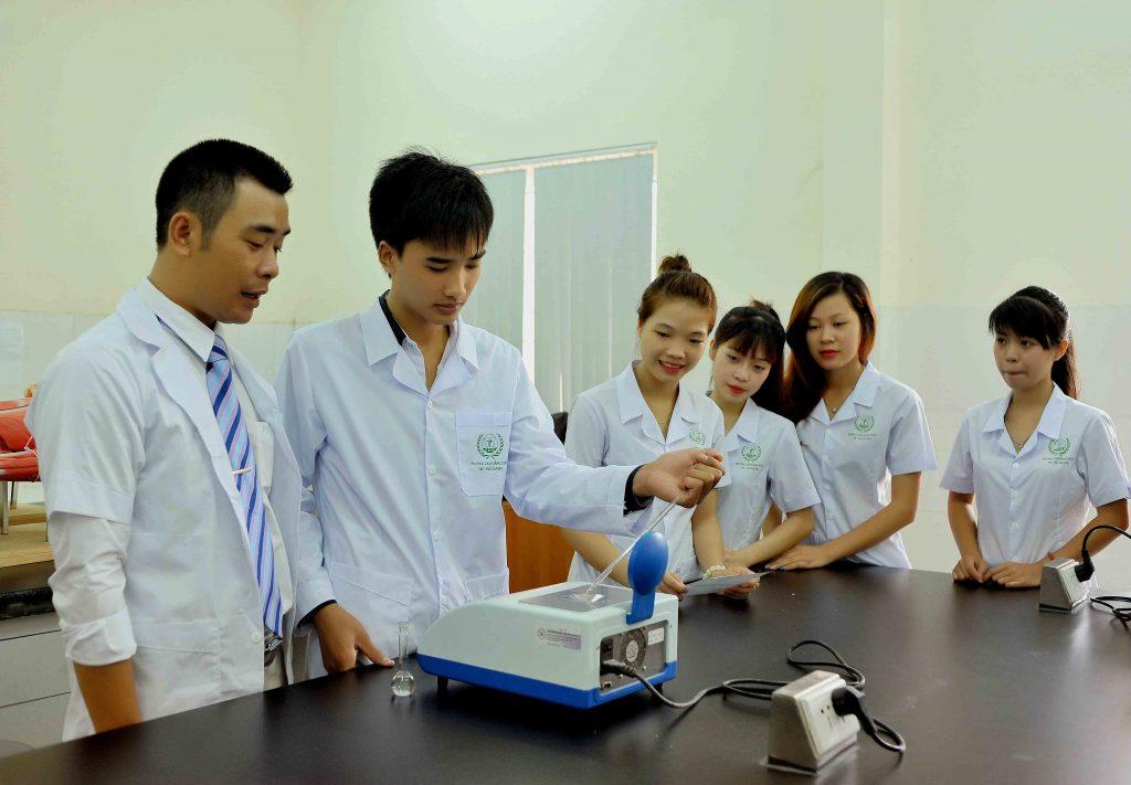 Liên thông Cao đẳng Dược là xu hướng được nhiều người học lựa chọn