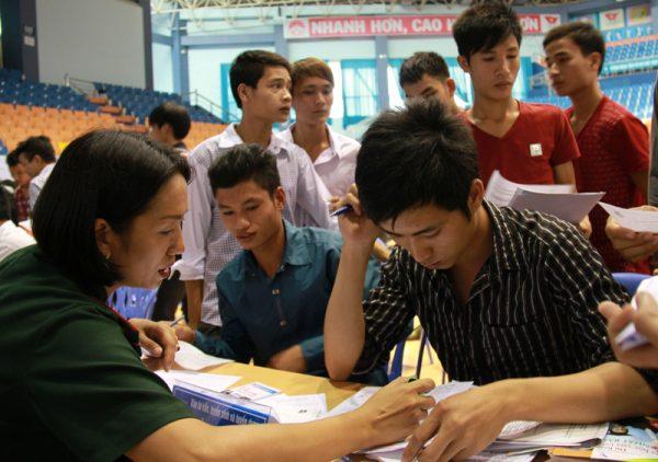 Sinh viên vay vốn ngân hàng Sacombank và những điều cần biết