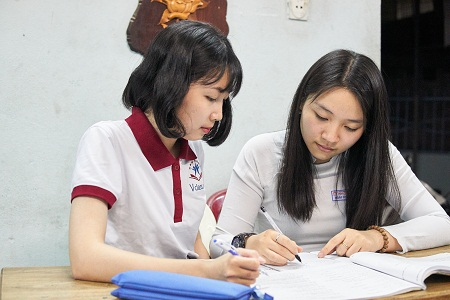 Sinh viên đi làm thêm hiện nay